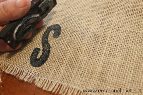 burlap placemats - stamp them