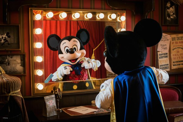 11 Tips to plan a disney vacation on a budget! These tips for planning a disney vacation will save you money and time on your disney vacation.