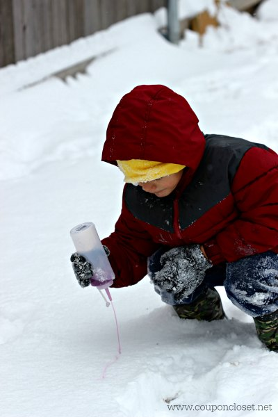 Looking for winter activities for kids? Learn How to make Snow Paint - Snow painting is fun. This is our favorite winter activities for toddlers.