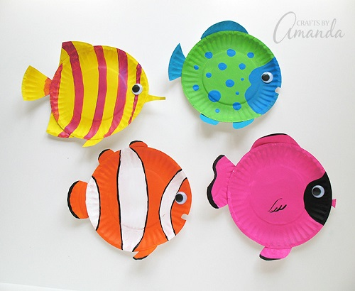 Take a look at these easy summer paper plate crafts for kids. Plates make great crafts and the kids will have a blast. Plus, it's inexpensive.